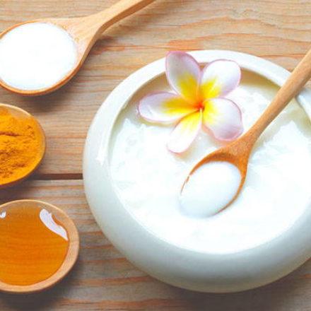 Maschera alla curcuma: 5 ricette fai-da-te per far risplendere la pelle