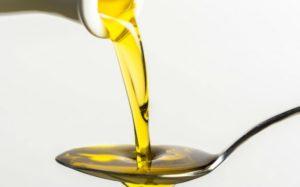 Immagine olio d'oliva per la cura dei denti