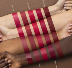 Immagine di makeup con swatches dei rossetti Sassy