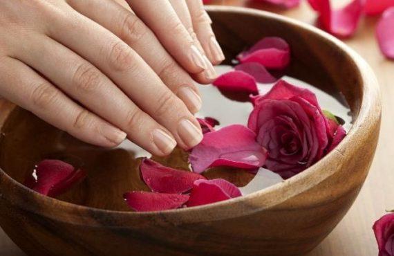 Manicure fai da te: 10 passaggi per fare in casa una manicure perfetta