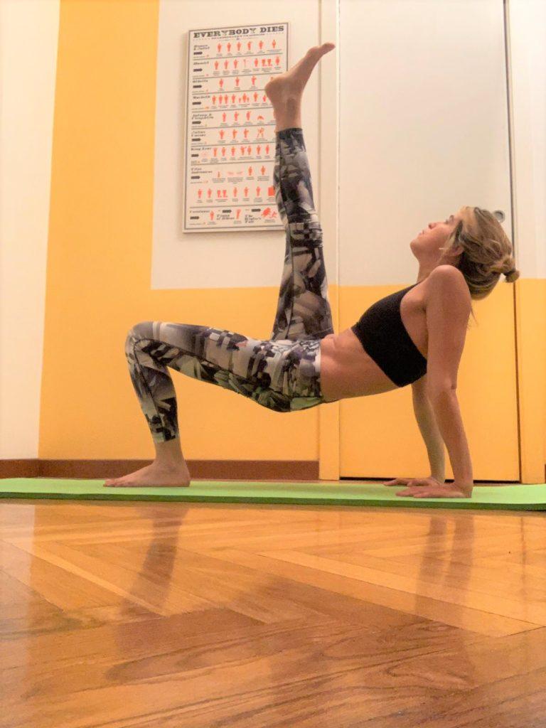 esercizi da fare a casa Reverse Kick Plank
