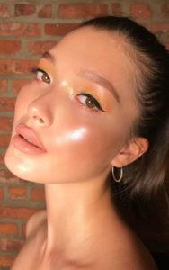 foto makeup viso effetto glow trend 2020