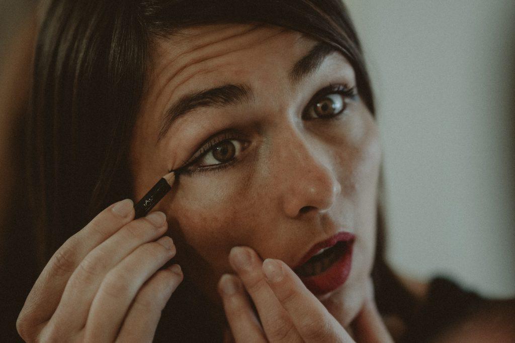 Non tirare il contorno occhi nella skin care routine