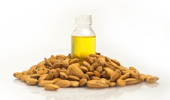 Sweet almond oil, against dark circles and eye bags.