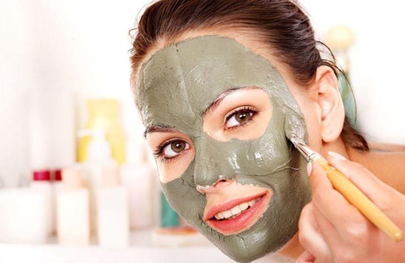 Esfolianti viso fai da te: 10 scrub e gommage naturali