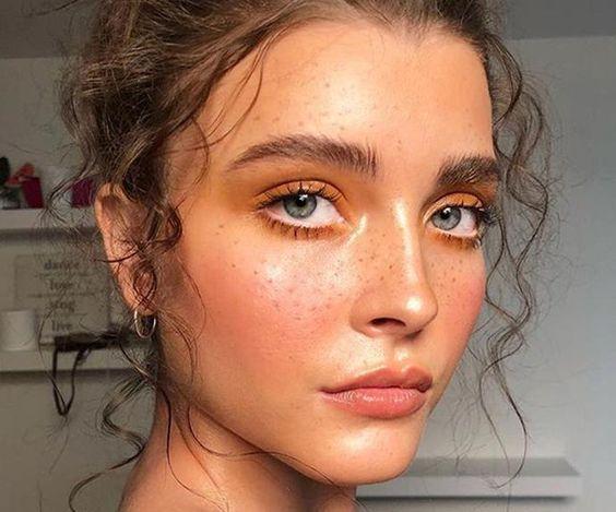 fake-freakless-lentiggini-fine-natuarl-look-make-up-cataldi-beauty-tendenze-makeup-autunno-inverno-2020