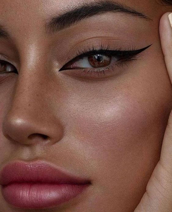 makeup-cat-eye-eyliner-nude-cataldi-beauty-tendenze-makeup-autunno-inverno-2020