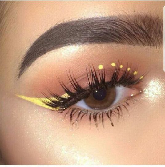 yellow-eyeliner-pinterest-cataldi-beauty-tendenze-makeup-autunno-inverno-2020